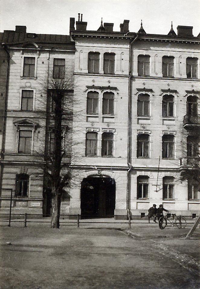 Bernhardinkatu 5, family home in Helsinki