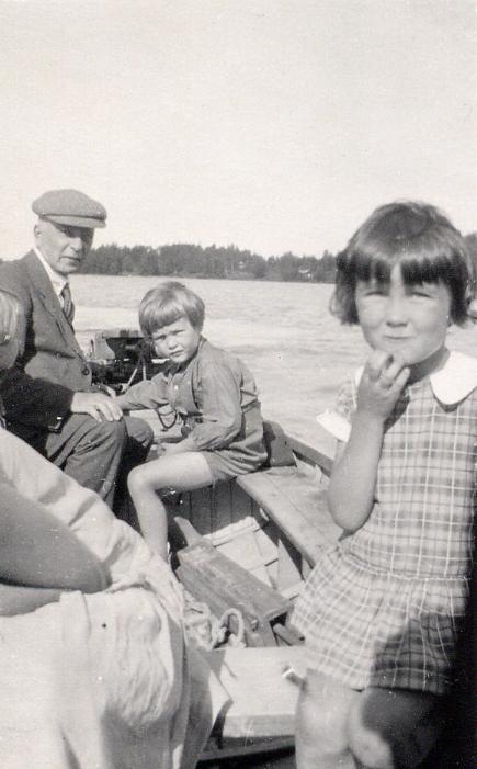 Eero Järnefelt på fisketur med sina barnbarn på 1920-talet